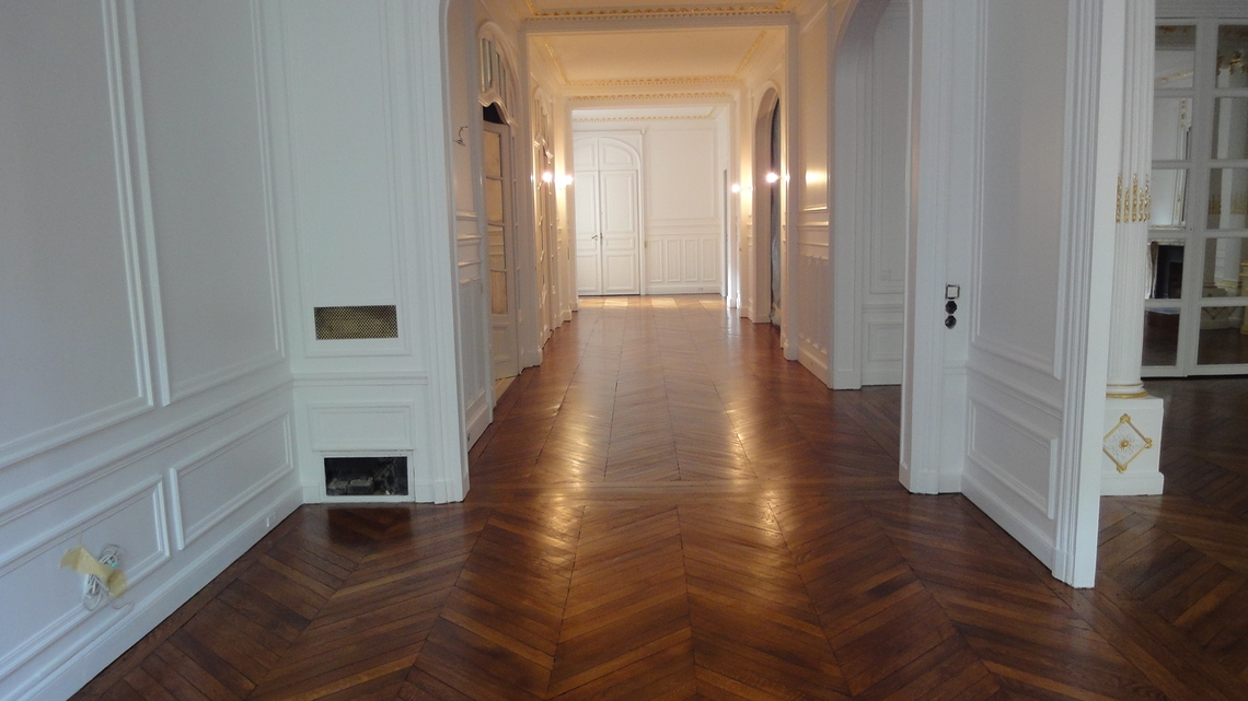 03_parquet_en_point_de_Hongrie_verni_solvent_satinee_Paris_75116.jpg